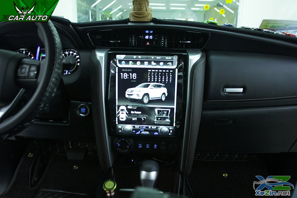 man-hinh-dvd-fortuner.jpg